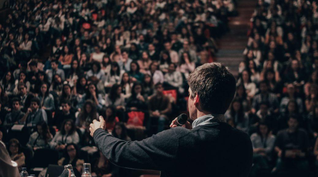 Nicht jedem ist das sprechen vor Publikum mit in die Wiege gelegt worden.